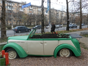 В Симферополе появилась машина-клумба